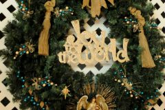 33 Joy to the World Wreath b
